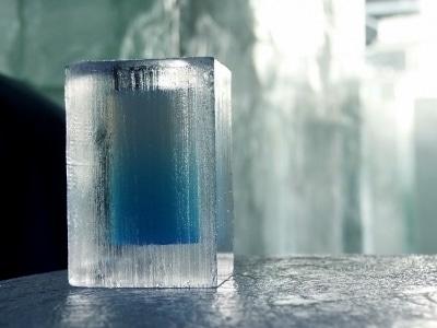 Ihre Getränke werden in Gläsern aus Eis serviert! (Quelle: istockphoto)