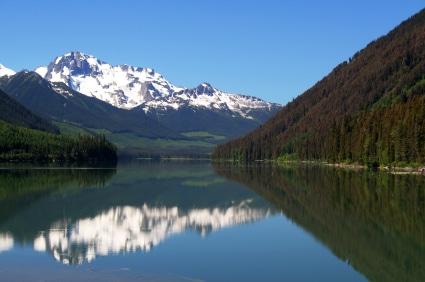 Seen, Wälder und Berge - typische Merkmale für die kanadische Landschaft. (Quelle: istockphoto)