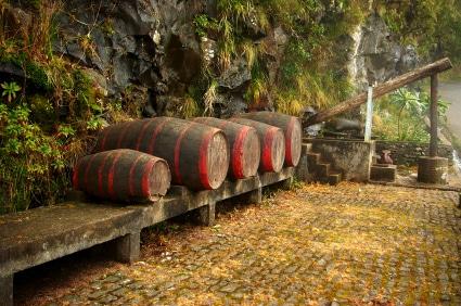 In den Fässern wird der berühmte Madeirawein aufbewahrt. (Quelle: istockphoto)