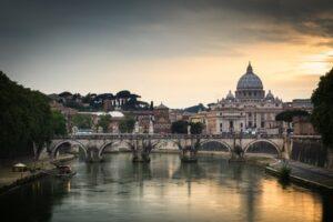Der Petersdom im Vatikan (Quelle: Fotolia)
