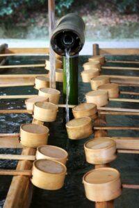 Vor dem Betreten des Schreins werden Hände und Mund gewaschen (Quelle: Fotolia)