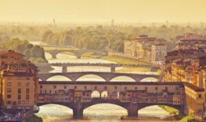 Die Ponte Vecchio über dem Fluss Arno (Quelle: Fotolia)