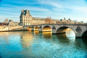 Blick auf den Louvre (Quelle: Fotolia)