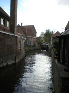 Die Kanäle durchziehen die Altstadt von Brügge
